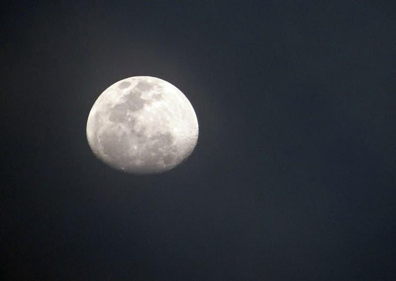 Наука Вопрос: Сколько людей ходило по лунной поверхности по состоянию на начало 2016 года?