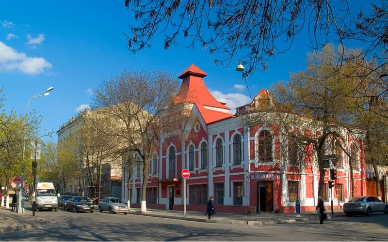 История Вопрос: Сколько раз переименовывался город, который сейчас называется Луганск?