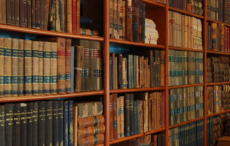 Культура Вопрос: Какая библиотека в настоящее время претендует на звание самой большой по величине библиотеки в мире (с точки зрения количества единиц хранения)?