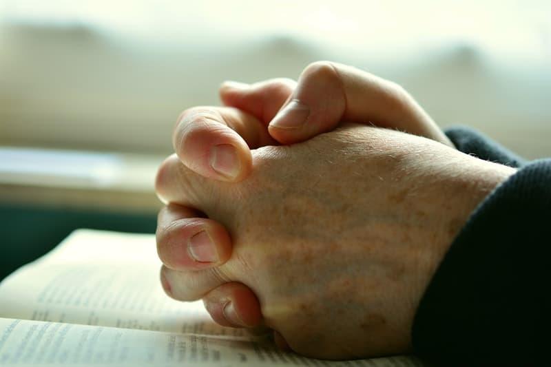 Культура Вопрос: Как известно вместе с Иисусом были распяты двое преступников. За совершение какого преступления их приговорили к распятию на кресте?