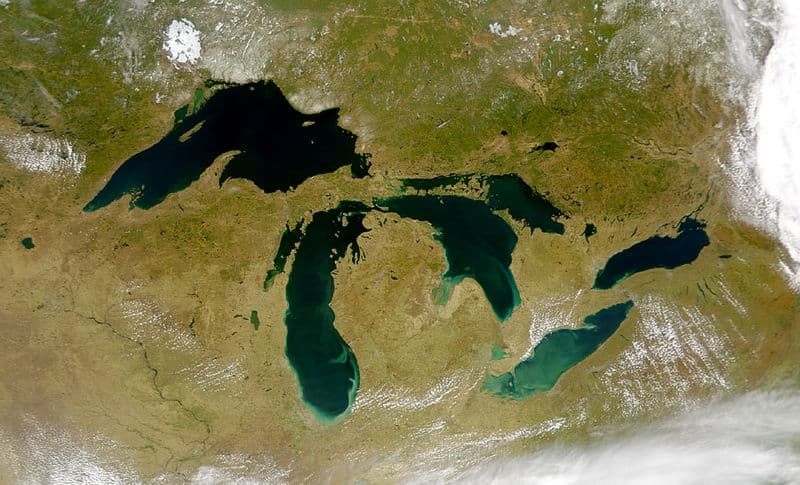 Geography Trivia Question: How many US states border the Great Lakes?