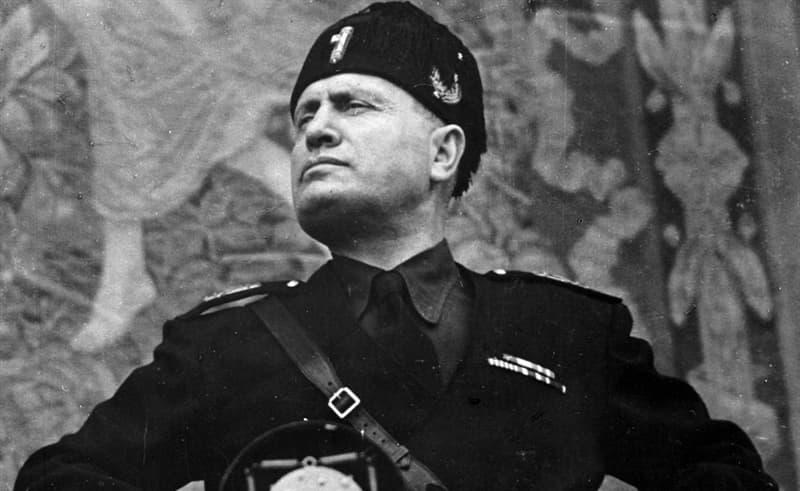 Общество Вопрос: Какой была первая профессия Бенито Мусоллини?