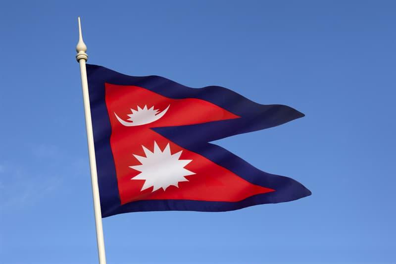 География Вопрос: Какому государству принадлежит флаг не прямоугольной формы?