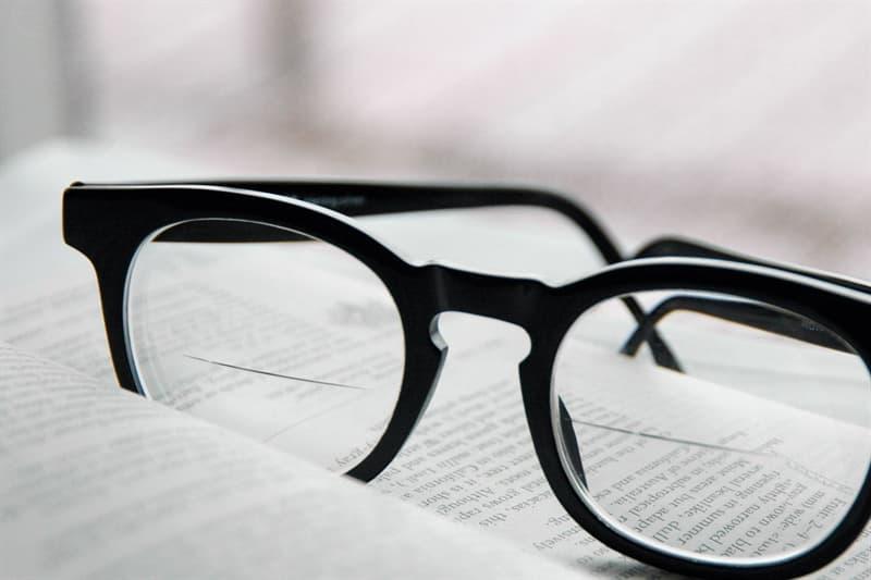 Наука Вопрос: Кто изобрел бифокальные линзы для очков?