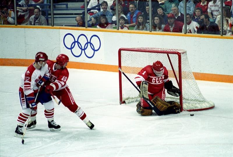 Спорт Вопрос: Первая шайба для игры в хоккей была квадратной формы?