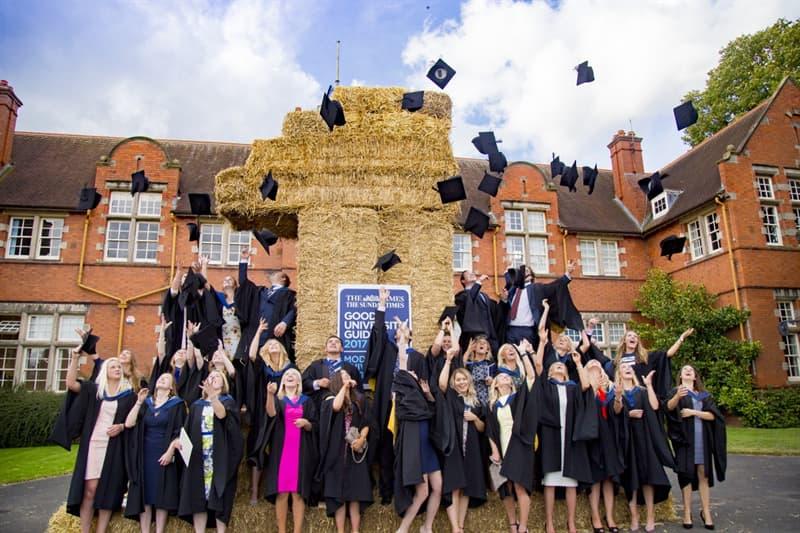 Общество Вопрос: В каком городе находится старейший непрерывно существующий университет Европы?