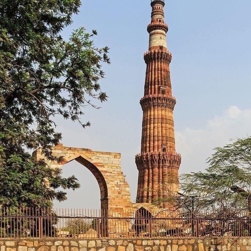 География Вопрос: Где расположен этот монумент?