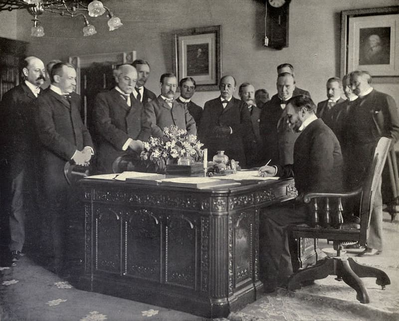 "History Trivia Question: Which war did the ""Treaty of Paris of 1898"" bring to an end?"
