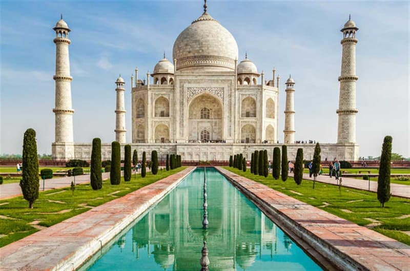 History Trivia Question: Who were the Architects of the Taj Mahal ?