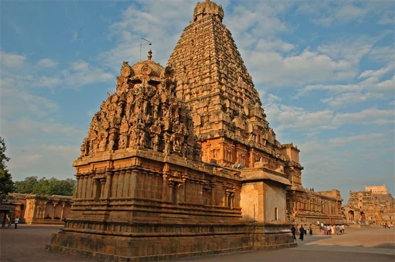 География Вопрос: В какой части Индии находится этот знаменитый индуистский храм?