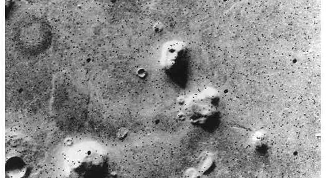 Как называется разновидность зрительных иллюзий, когда смутный зрительный образ воспринимается как, например, лицо человека на поверхности Марса?
