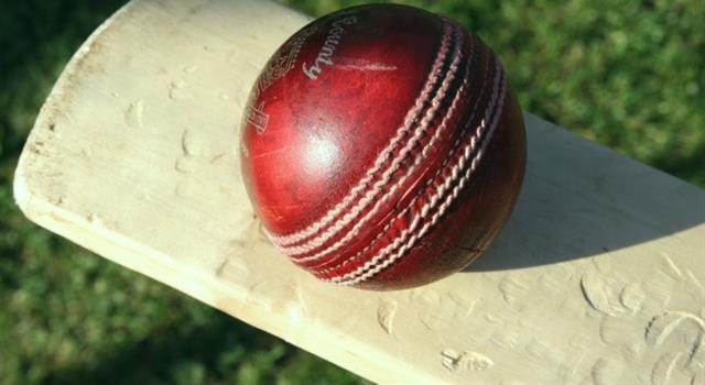 Sport Trivia Question: Which  bowler was the first to achieve 400 wickets in test cricket?