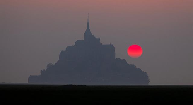 Cultura Pregunta Trivia: ¿Qué hay en la cumbre de la Isla de Saint-Michel?