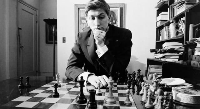 History Trivia Question: In which year did the 1972 World Chess Champion Robert James Fischer gain Icelandic citizenship?