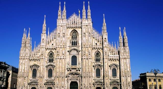 Cultura Pregunta Trivia: ¿A quién representa la estatua dorada que se halla en el punto más alto de la catedral de Milán?