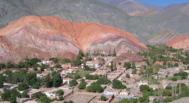 Geografía Trivia: ¿Dónde está ubicado el Cerro de los Siete colores que ilustra la imagen ?