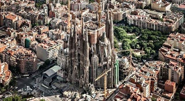 Historia Pregunta Trivia: ¿En qué año se inició la construcción del Templo Expiatorio de  la Sagrada Familia (Barcelona)?