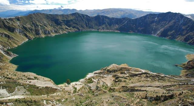 Geografía Pregunta Trivia: La laguna de la imagen se encuentra dentro del cráter de un volcán activo. ¿En que país está ubicada?