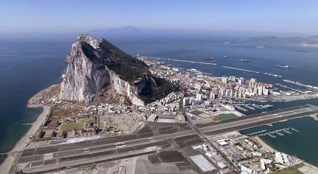 Geografía Pregunta Trivia: ¿A qué país pertenece el peñón de Gibraltar que se muestra en esta imagen?