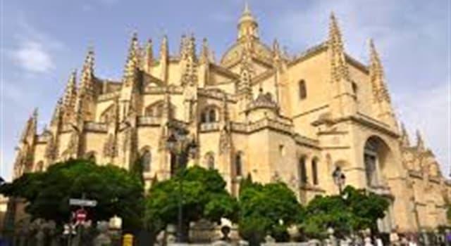 """Cultura Pregunta Trivia: ¿En qué ciudad española se encuentra """"la dama de las catedrales"""" mostrada en la imagen?"""