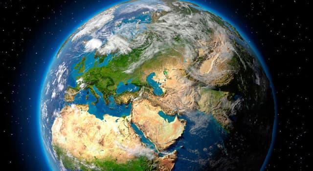 География Вопрос: Как называется воздушная оболочка Земли?