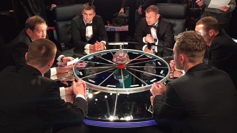 """Кино Вопрос: Какой приз вручают лучшему игроку из команды знатоков в игре """"Что? Где? Когда?""""?"""