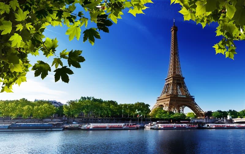 Kultur Wissensfrage: Warum aß Guy de Maupassant häufig im Restaurant des Eiffelturms zu Mittag?