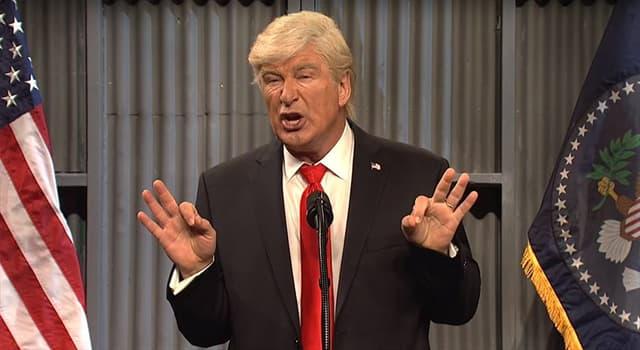 """Películas y TV Pregunta Trivia: ¿Qué actor parodia con notable éxito al presidente Trump, en el programa """"Saturday Night Live""""?"""