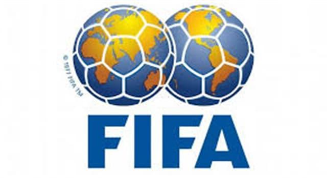Deporte Trivia: ¿Cuál de las siguientes medidas no coincide con lo indicado en el reglamento de fútbol profesional en vigor para partidos internacionales?