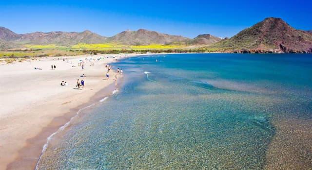 Naturaleza Pregunta Trivia: ¿Cuánto mide la playa mas larga de España?