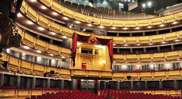 Культура Вопрос: Как называется место зрительного зала театра, где расположены самые дешёвые места?