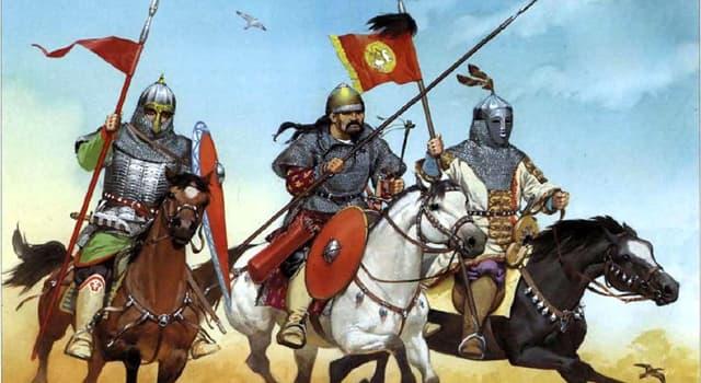 История Вопрос: Как называют народ, который представляет собой союз тюркоязычных кочевых племён, сложившийся предположительно в VIII—IX веках?