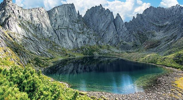 Природа Вопрос: Какое озеро считается самым длинным в мире пресноводным озером?