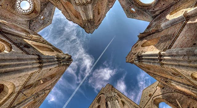 Historia Pregunta Trivia: ¿Qué característica, nada común, posee la medieval Abadía de San Galgano, situada en la Región Toscana de Italia?