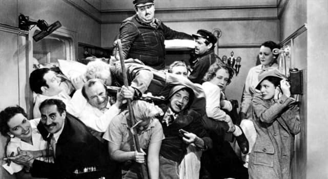 Películas y TV Pregunta Trivia: ¿Qué película contiene la escena del famoso camarote de la imagen?