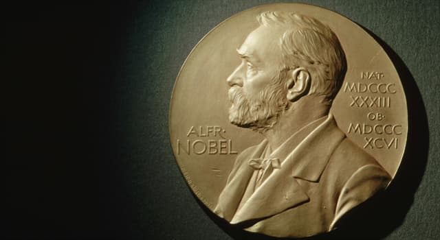 Наука Вопрос: Сколько всего направлений, по которым вручают Нобелевскую премию?
