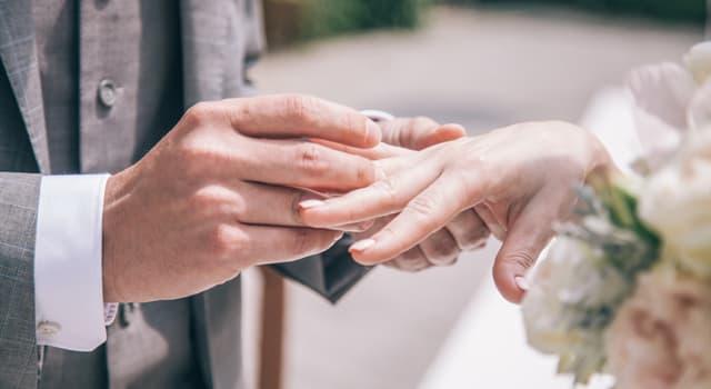 Культура Вопрос: Через сколько лет семейной жизни принято отмечать деревянную свадьбу?