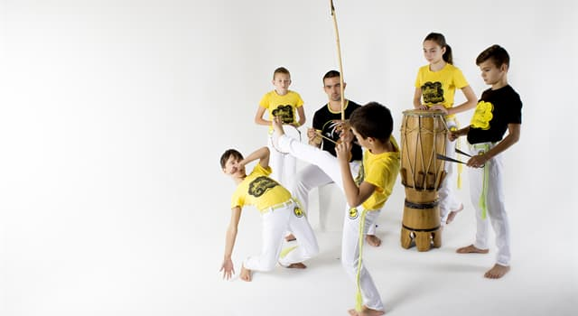 Sport Wissensfrage: Wie heißt eine brasilianische Kampfkunst, die Tanz, Bewegungskunst und Musik vereinigt?