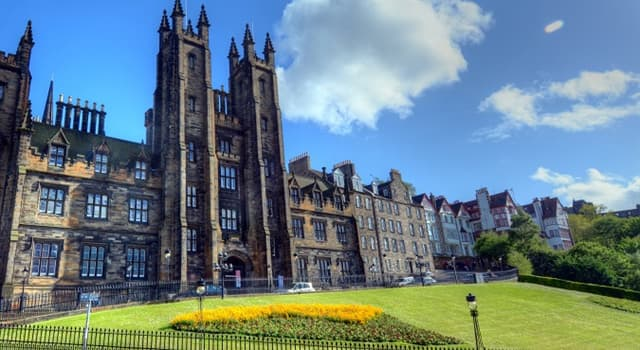 Society Trivia Question: How many campus universities are there in Edinburgh, the capital city of Scotland?