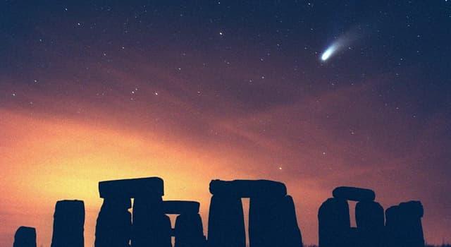 Wissenschaft Wissensfrage: Welcher Komet konnte über einen Zeitraum von 18 Monaten freiäugig gesehen werden?