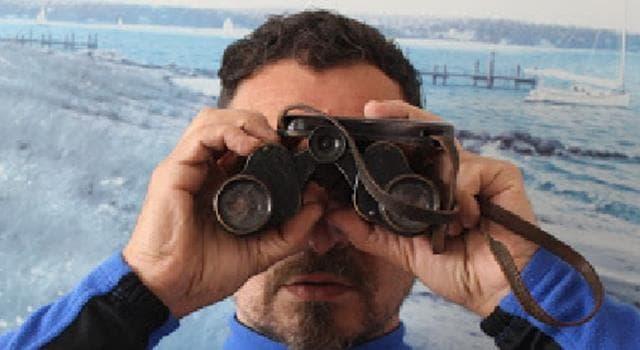 Historia Pregunta Trivia: ¿Quién construyó los primeros Binoculares?