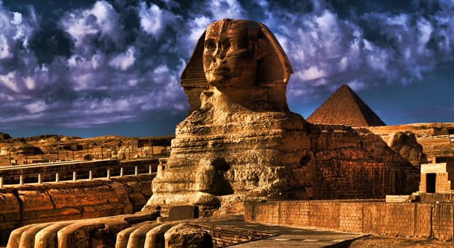 History Trivia Question: Which city was the capital of Egypt during the Middle Kingdom and the New Kingdom?