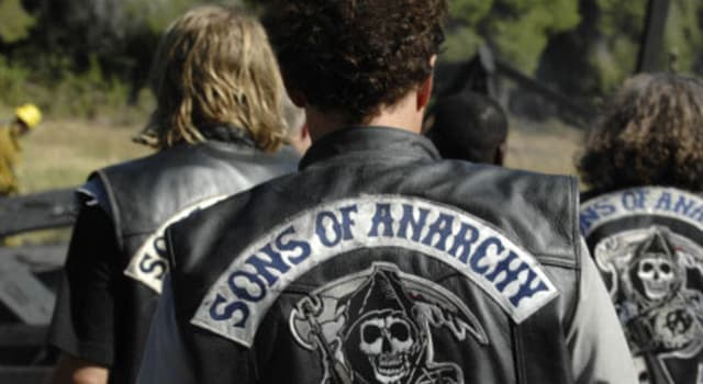 Movies & TV Trivia Question: In the television series 'Sons of Anarchy' which actor played the role of Clay Morrow?