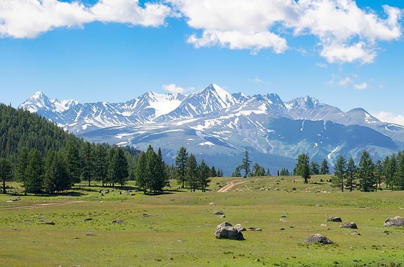География Вопрос: На каком континенте можно найти гору, носящую женское имя Ольга?