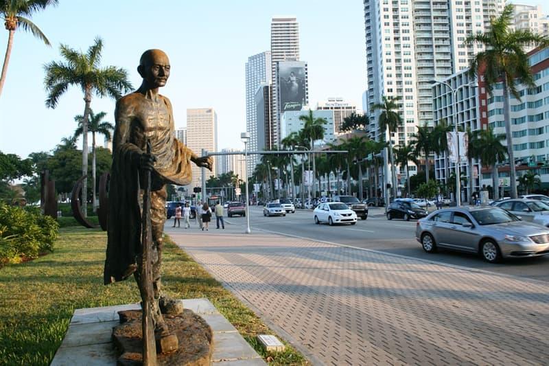 Geografía Trivia: ¿Cuál es el nombre histórico del aeropuerto internacional de Miami (MIA)?