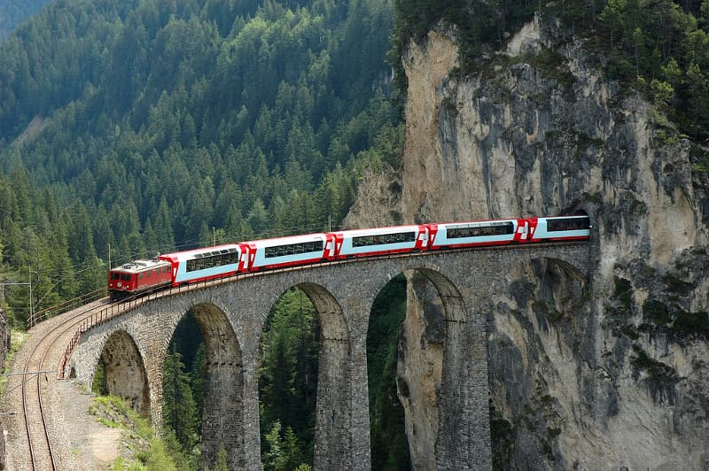 """Geografía Pregunta Trivia: ¿Dónde circula el servicio de trenes conocido como """"Glacier Express"""" (Expreso del Glaciar)?"""