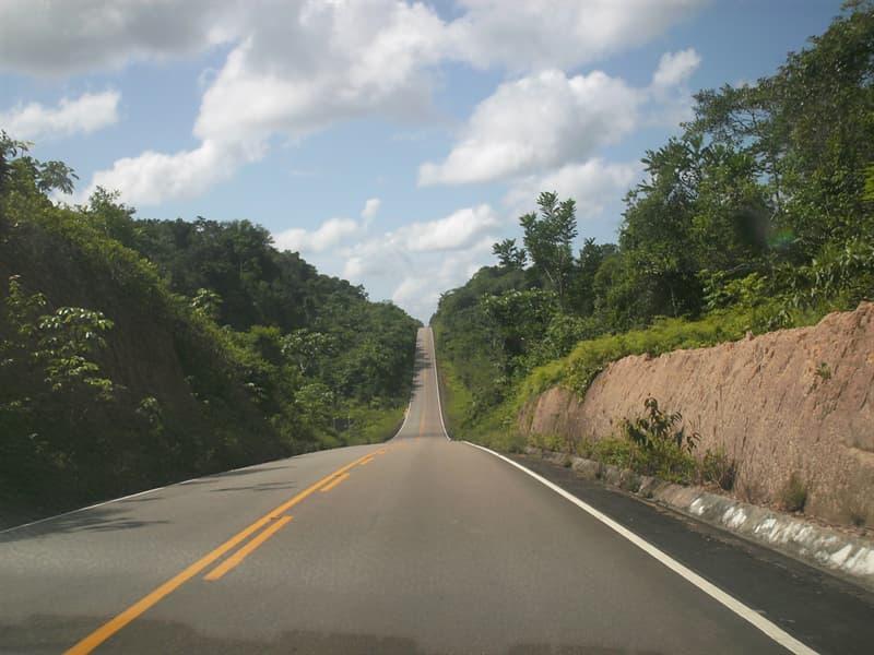 Sociedad Pregunta Trivia: ¿Una carretera se abrió en 2011 uniendo Brasil con qué otro país?