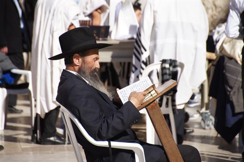 Kultur Wissensfrage: Was feiert ein jüdischer Junge, wenn er 13 Jahre alt wird?