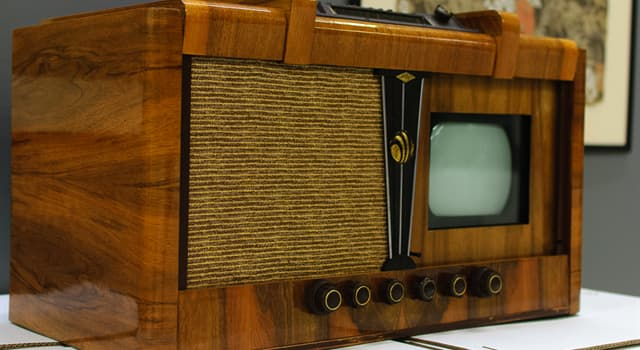 Science Trivia Question: Who built the world's first all-electronic television receiver?