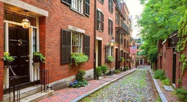 Geography Trivia Question: The much-photographed, famous street shown in the picture is located in which U.S. city?